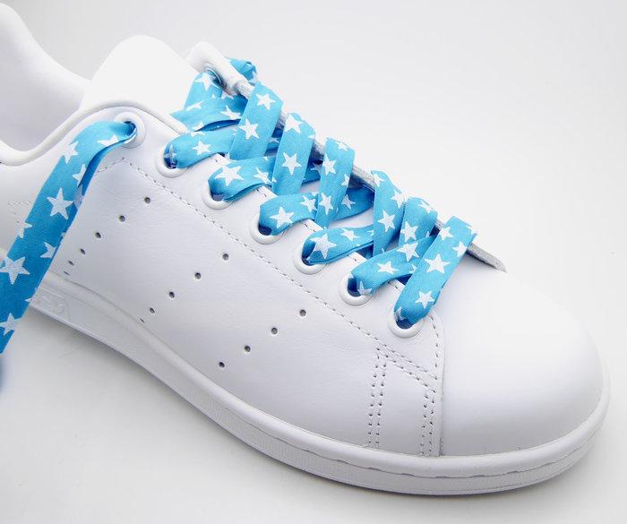 Personnalisez vos baskets en créant des lacets Liberty-Etape 2 : Enfilez la perle
