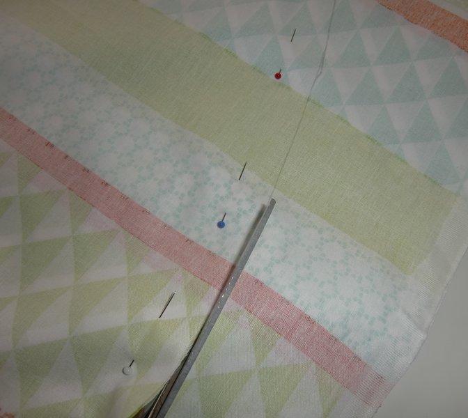 Une serviette de plage ronde-La découpe du tissu