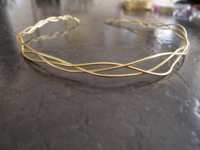 Une couronne de princesse -Former la base du diadème
