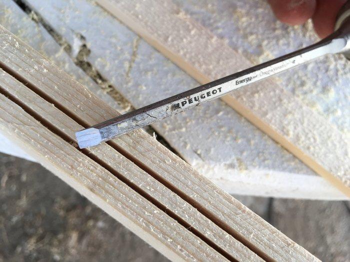 Une lampe pour préparer son voyage-modification d'un montant pour y insérer le câble électrique