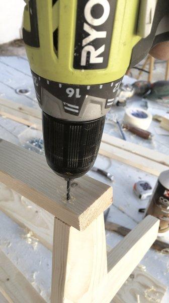 Une lampe pour préparer son voyage-préparation à l'assemblage du pied et des montants