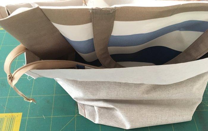 Sac de ville à rayures-Aperçu de differentes étapes de la confection du sac.