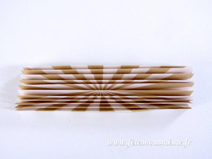 Éventails en papier-Démarrez le pliage
