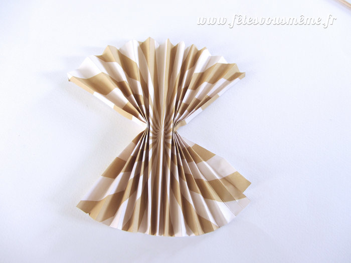 Éventails en papier-Donnez la forme ronde à votre éventail