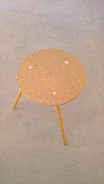 DIY : Table d'appoint à 3 plateaux-Pose des pieds
