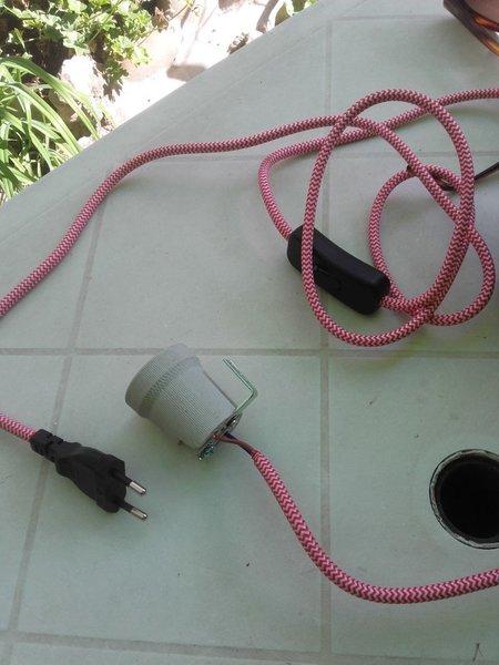 Lampe design à partir d'un tuyau en PVC-assemblage électrique