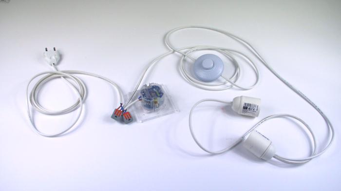 Luminaire design et pratique avec son chargeur USB intégré-Installation du circuit électrique