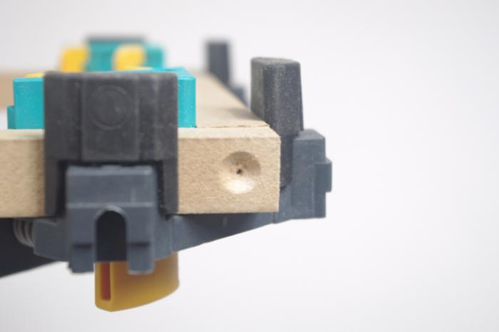 Luminaire design et pratique avec son chargeur USB intégré-Assemblage des cadres en MDF