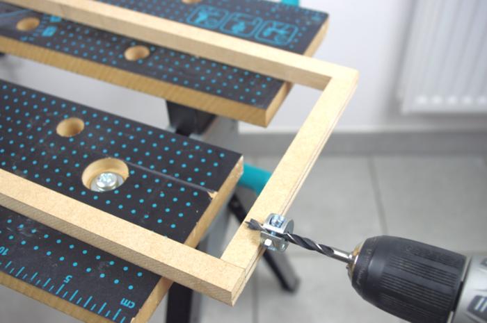 Luminaire design et pratique avec son chargeur USB intégré-Assemblage du support d'encastrement sur le petit cadre en MDF