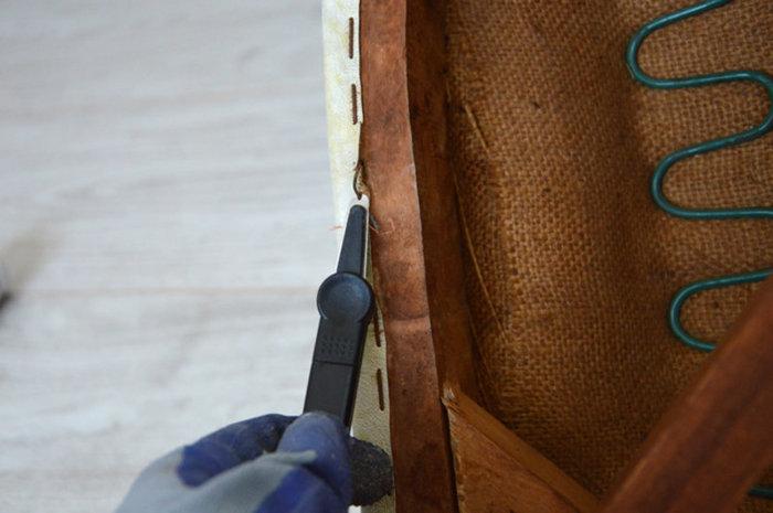 Rénovation d'une vieille chaise en bois et tissus-Démonter et mettre à nu