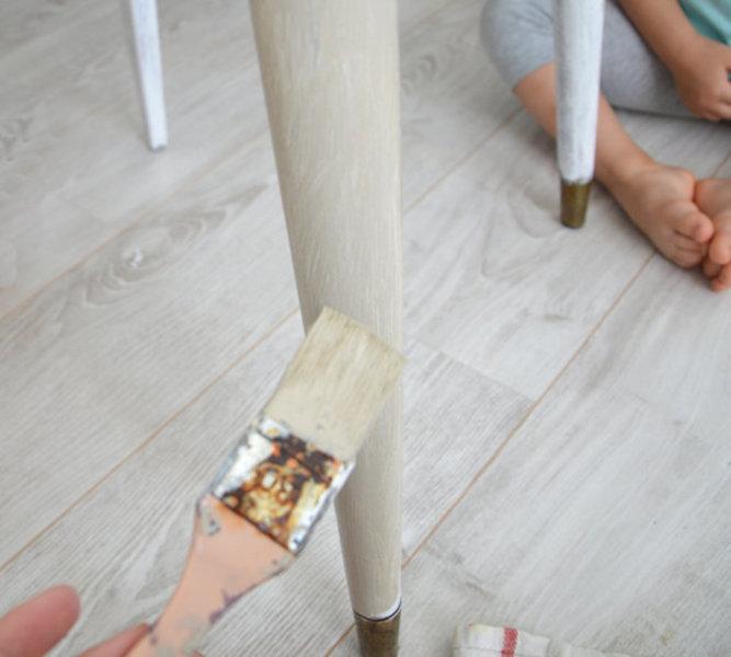 Rénovation d'une vieille chaise en bois et tissus-Peindre