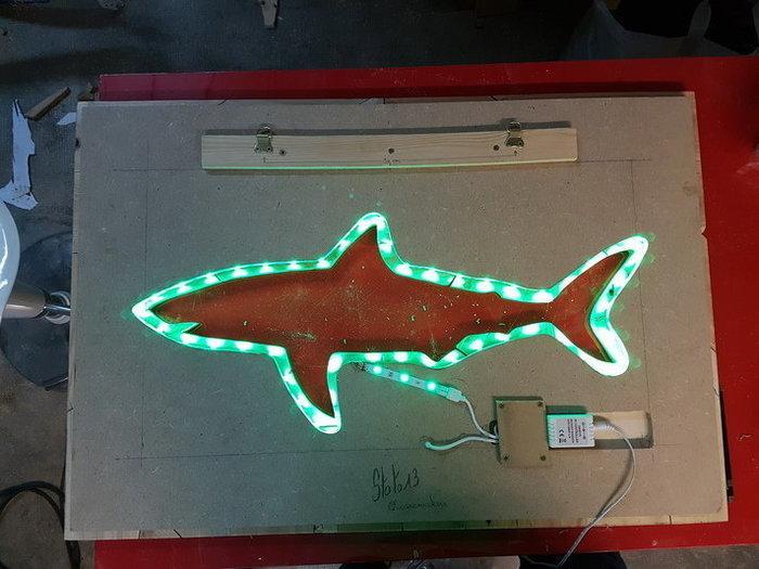 """Tableaux Lumineux """"Puzzle Shark""""-Pose du Ruban LED et fixation du tableau"""