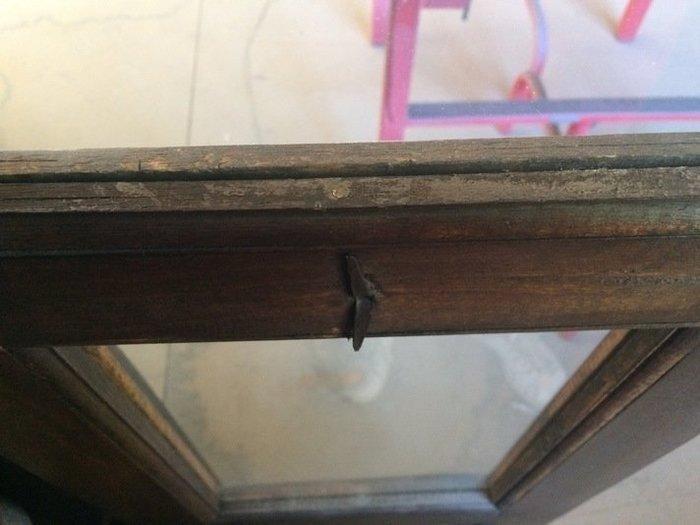 Relooker une vitrine. -Préparation du meuble