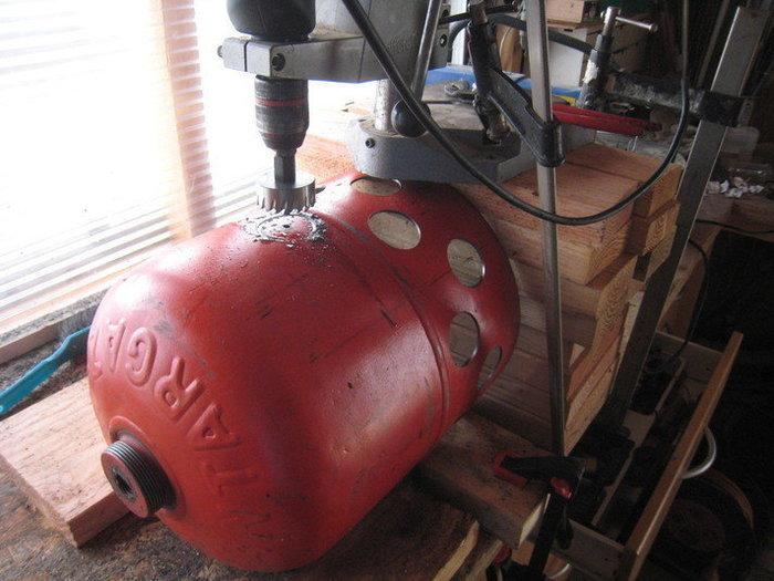 Une lampe bouteille gaz -Percer les autres rangées de trous