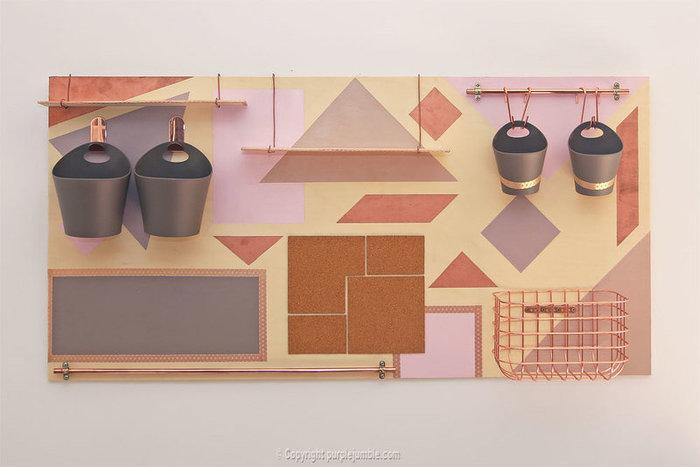 Un organiseur mural graphique et cuivré-Finaliser et installer l'organiseur mural