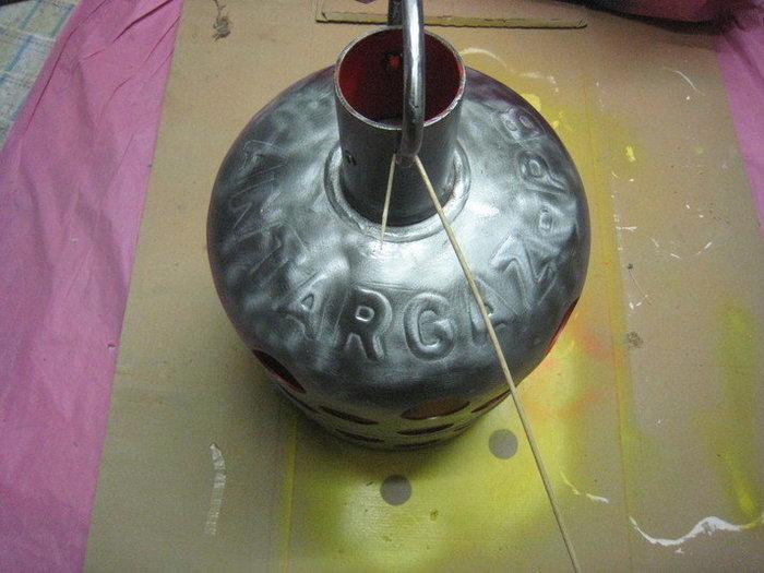 Une lampe bouteille gaz -Peinture de l'extérieur