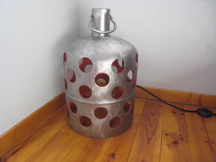 Une lampe bouteille gaz -Le résultat final, de jour, allumé et éteint, de jour et de nuit.