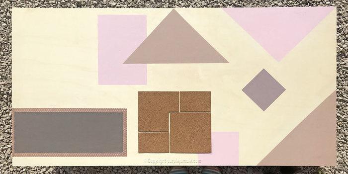 Un organiseur mural graphique et cuivré-Créer des espaces pour tableau à craie et à épingler