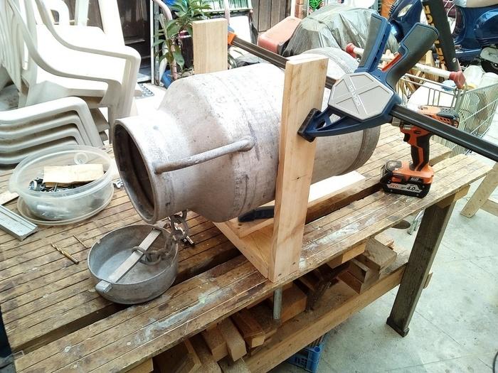 Pot à lait façon Projecteur -Le support du pot et son cablage électrique