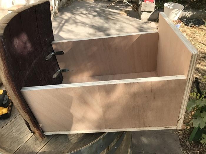 Tonneau transformé en bar-Assemblage des tiroirs
