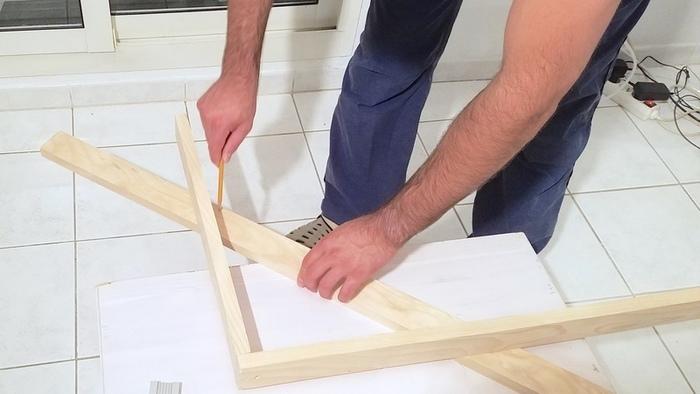 Fabriquer une lampe design-Reporter la diagonale et couper selon les traits