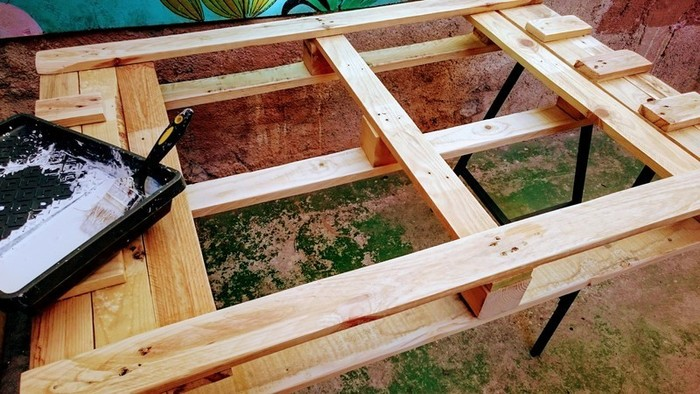 DIY : Table basse en palette rétroéclairée personnalisable-peindre les palettes