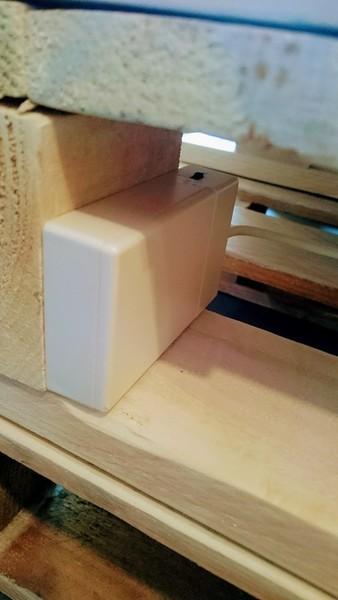 DIY : Table basse en palette rétroéclairée personnalisable-poser le système de LED