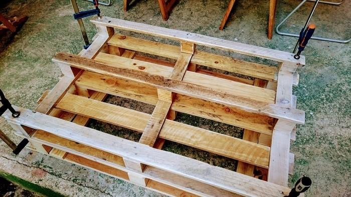 DIY : Table basse en palette rétroéclairée personnalisable-fixer les deux palettes entre elle