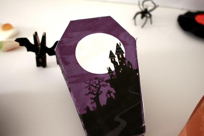Pour Halloween on fait des boîtes en forme de cercueils !-Collez