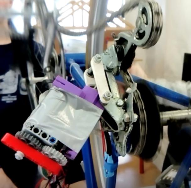 Vélo avec dérailleur électrique et indicateur de passage de vitesses-Modification du dérailleur (2)