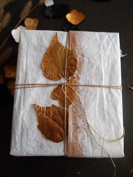 DIY : paquets cadeau nature et récup'-Décorer les paquets