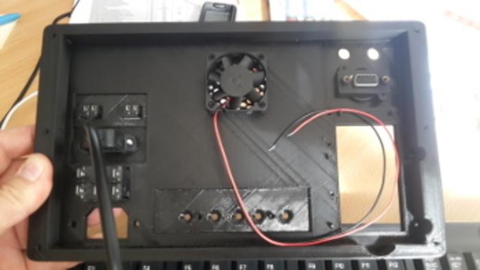 MINI TV Rétro-Suite du montage avec la partie se trouvant à l'arrière