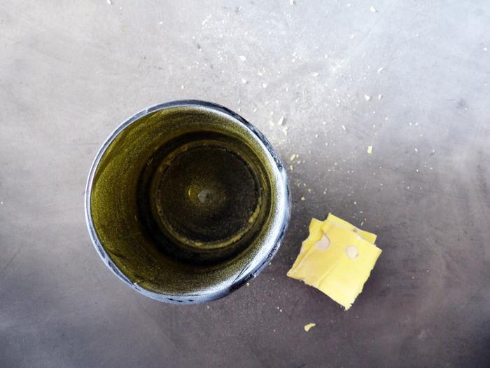 DIY vases en bouteilles de vin coupées et upcyclées-Etape 3: