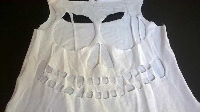 Le Tshirt Skeleton-Dessin de la tête de mort et découpe