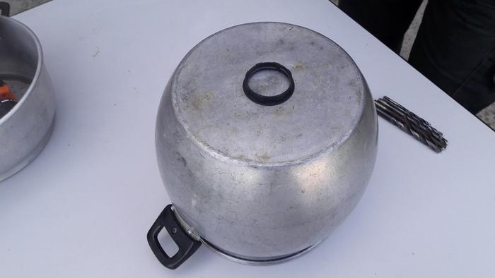 LUSTRE COUSCOUSSIER Fait (2)main(s) -Percer la marmite