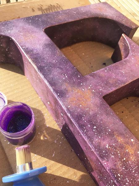 Défi OAMaker : une lettre E version galaxie étoilée-Finaliser la décoration façon galaxie