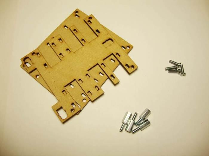 Fabriquer un robot SumoBot v4.0 (obsolète)-Assemblage du châssis