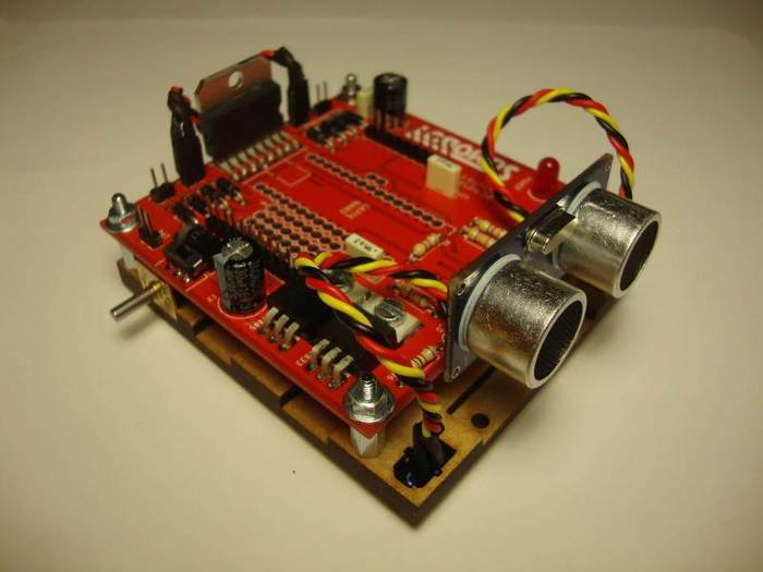 Fabriquer un robot SumoBot v4.0 (obsolète)-Fixation du circuit sur le châssis