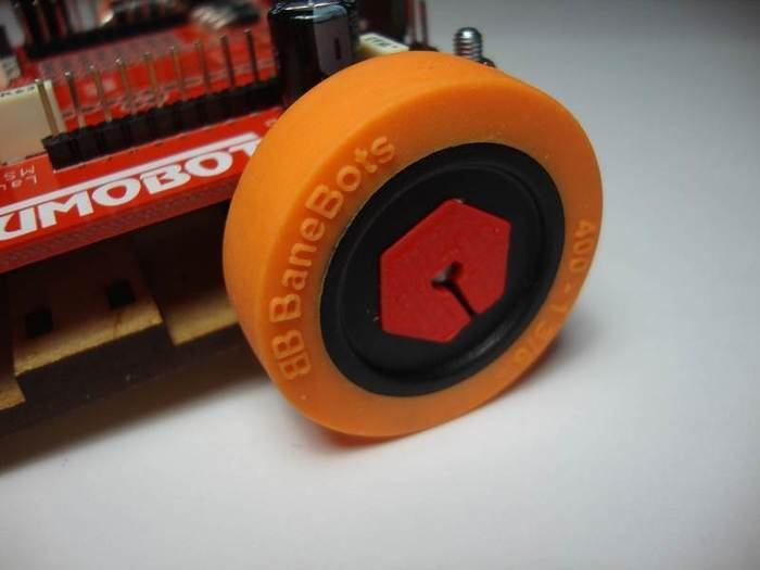 Fabriquer un robot SumoBot v4.0 (obsolète)-Assemblage et fixation des roues