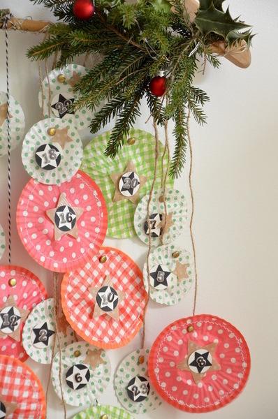 {DiY} Calendrier de l'Avent Caissettes à Cupcakes-Accrochage des boules papier