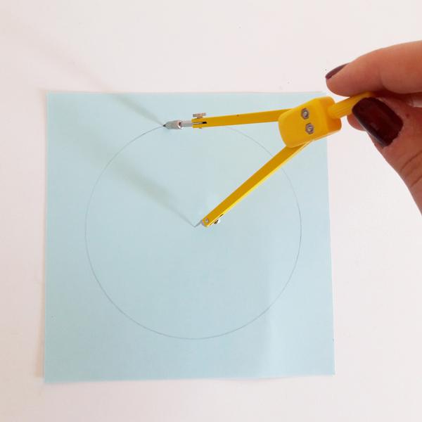 DIY & Boules de Noël en papier-La découpe
