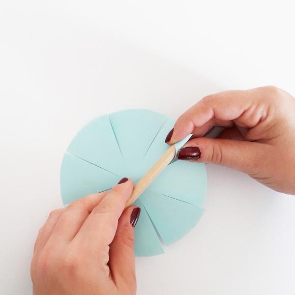 DIY & Boules de Noël en papier-Le collage