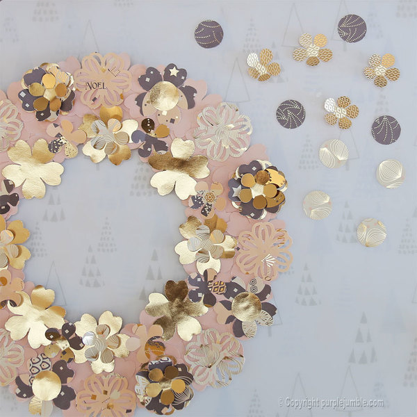 Une couronne fleurie pour Noël -Faire les finitions et fixer au mur