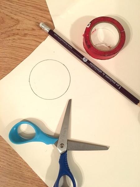 Fabriquer des boules de Noël en papier peint-Découpez