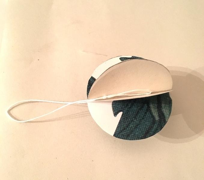 Fabriquer des boules de Noël en papier peint-Collez