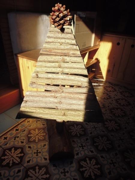 """Un sapin de Noël """"vite fait""""-Réaliser la structure du sapin..."""