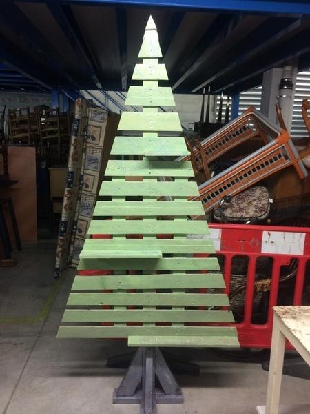 Sapin de Noël en palettes Fait (2)mains !-Finalisation et déco