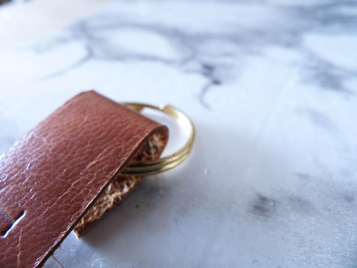 """DIY: Des Portes clefs """"cuir et or"""" personnalisés-Etape 3/"""