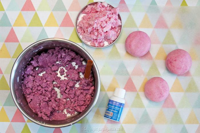 Des boules de bain à offrir-Préparer le mélange pour les boules de bain
