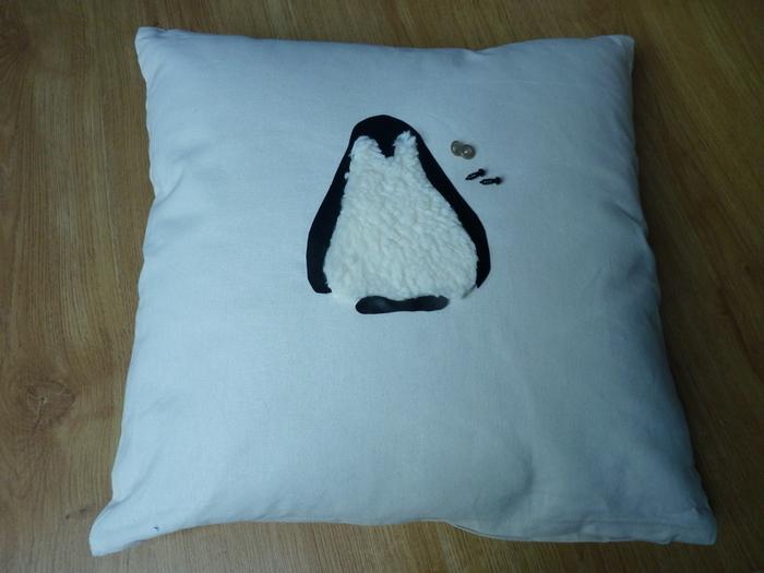 DIY : Customiser un coussin : le pingouin-Faire les yeux et le bec
